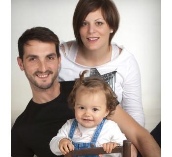 Mini sesión fotográfica para familias en estudio (Girona)