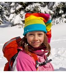 Explorando huellas de animales con raquetas de nieve